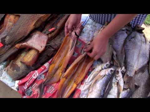 Астрахань. Сколько стоит вино и рыба на рынке. Гуляем по пристани. Зашли на круизный лайнер