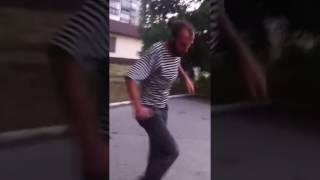 Бомж хуячит за 3 рубля)