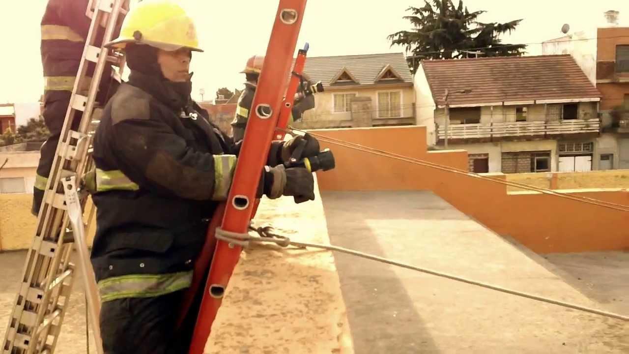 Entrenamiento con escaleras extensibles bomberos solano for Escaleras extensibles