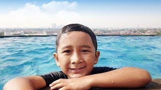 Ziyan Berenang di Atas Gedung