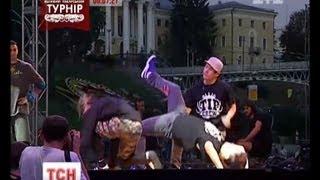 Україна достойно провела чемпіонат світу з брейк-дансу(UA - Україна достойно провела чемпіонат світу з брейк-дансу. На Майдані Незалежності показали себе танцівник..., 2013-08-18T19:11:49.000Z)
