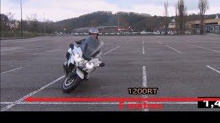 Comment faire un demi-tour en moto : la façon Police Japonaise