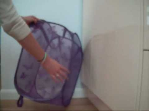 How to fold a pop up laundry hamper basket / Como plegar un canasto/cesta plegable de la ropa sucia