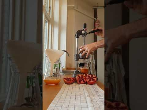 Cancan Juicer. Orange And Pomegranate Juice.