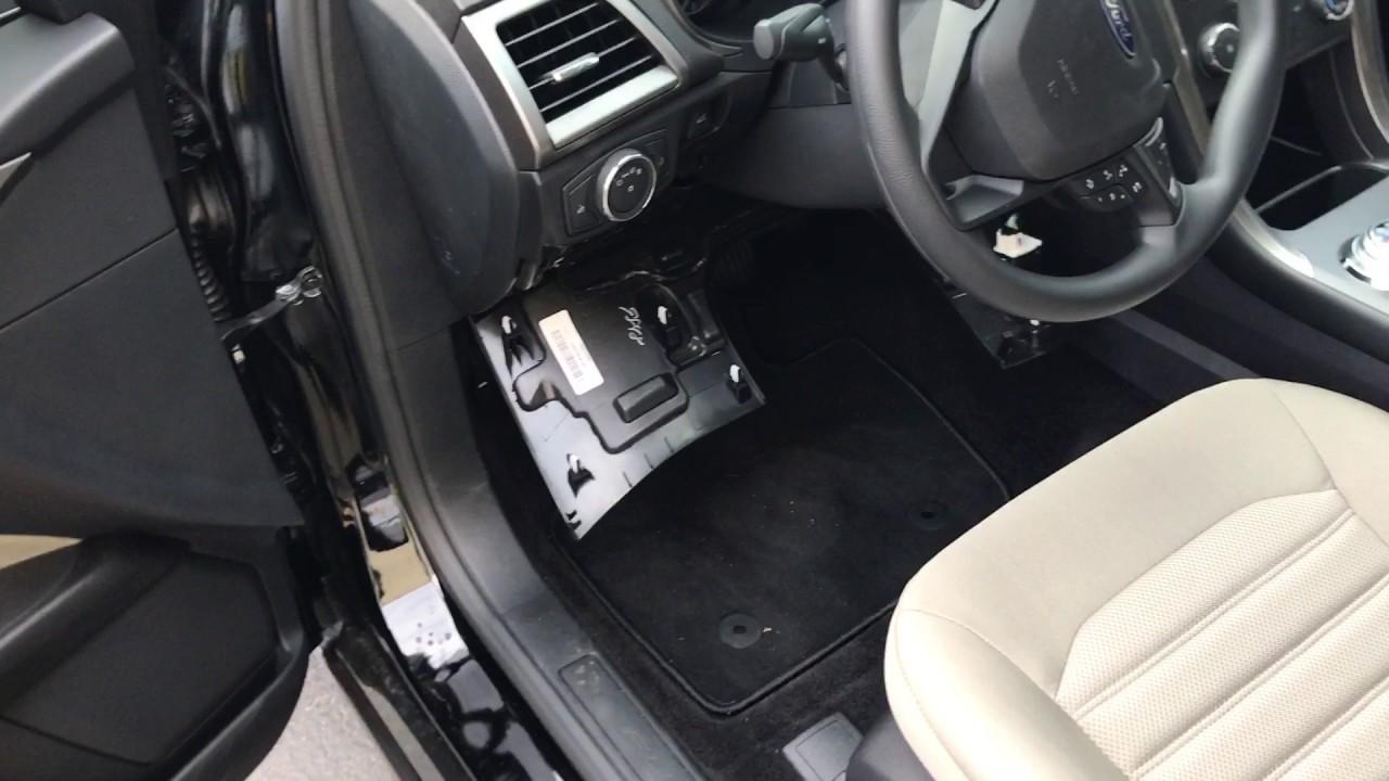 Fuse box location (caja de fusibles) 20132017 Ford Fusion
