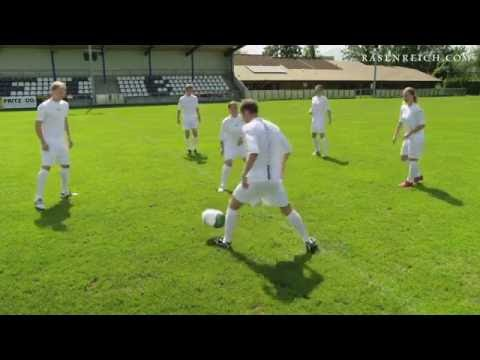 Fussballtraining Wie Bei Den Profis Mit Rasenreich Corpus