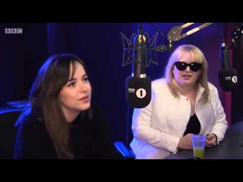 Dakota Johnson e Rebel Wilson BBC Radio 1