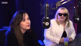 Dakota Johnson e Rebel Wilson BBC Radio 1