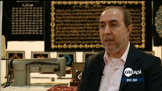 سوري يخط القرآن الكريم كاملاً بخيوط الذهب