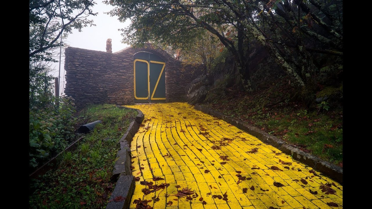 They Found An Abandoned Wizard Of Oz Theme Park And What S Inside Sent Chills Down Their Spine