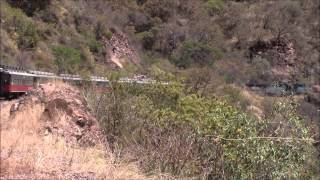 Tren Chepe pasa por Q699km, Témoris, México 29/Apr/2014 #2メキシコ鉄道テモリス付近Q699km地点通過