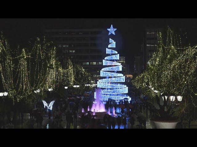 <span class='as_h2'><a href='https://webtv.eklogika.gr/anapse-to-christoygenniatiko-dentro-tis-athinas-stin-plateia-syntagmatos-2' target='_blank' title='Άναψε το χριστουγεννιάτικο δέντρο της Αθήνας στην πλατεία Συντάγματος'>Άναψε το χριστουγεννιάτικο δέντρο της Αθήνας στην πλατεία Συντάγματος</a></span>