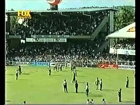 Greatest cheating cricket from Australia, the crowd throw bottles at them.