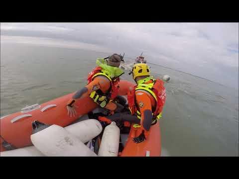 Sauvetage d'un marin pêcheur \u0026 de son navire chaviré par la SNSM Cap d'Agde