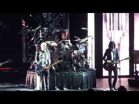 The Smashing Pumpkins - Cherub Rock (Live Toronto August 8 2018 Scotiabank Arena)