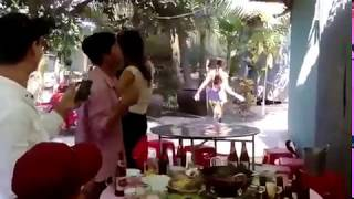 Thanh niên nhậu xỉn  ôm ấp  bê đê, vợ nổi cơn ghen cầm dép phang thẳng mặt =   Video hài hước   Xem