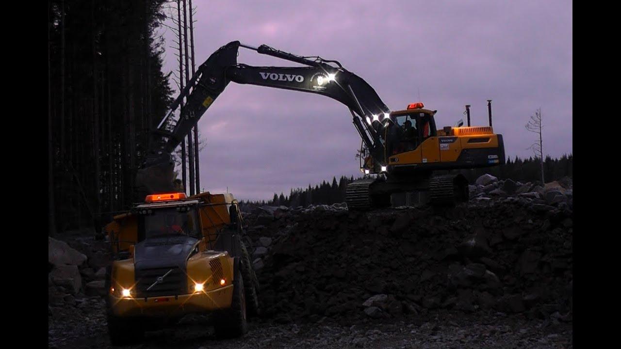 Volvo EC300DL Loading A Volvo A40E Dumper - YouTube