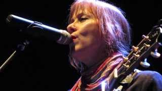 Suzanne Vega ~ Crack In The Wall [HQ] live in Cologne, Germany @Gloria Theater 2014
