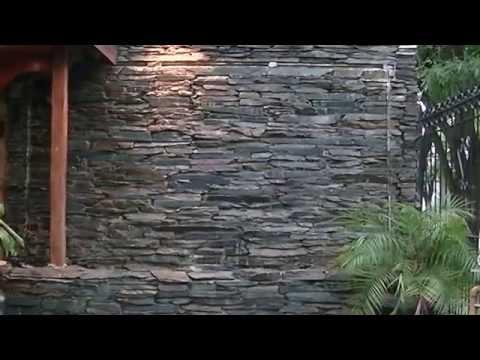 Pared de agua muro de agua muro llor n detalles for Cascadas para jardin piedra