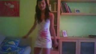 La Cubanita Bailando Reggaeton