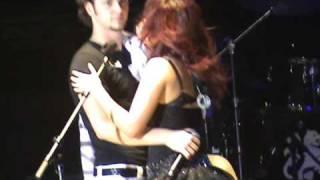 """Beso de Dulce y Christopher cantando """"Este corazón"""" - Concierto RBD Madrid 21/12/08 Tour del adiós"""