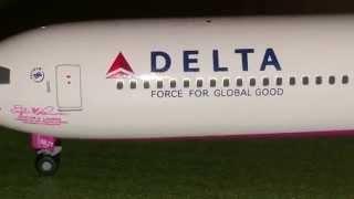 Herpa Wings 1:400 Delta Boeing 767-400(Pink)