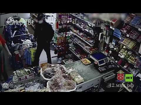 شاهد.. امرأة تتحدى لصا مسلحا حاول السطو على متجرها