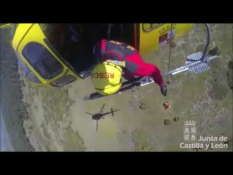 Vídeo del rescate de un parapentista herido en la localidad segoviana de Siguero