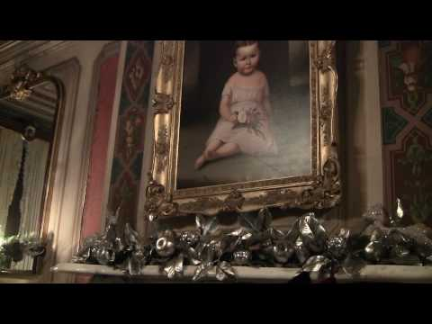 Victorian Mansion in Portland decorated for Christmas