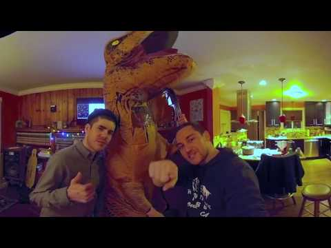 DINOSAUR FIGHTING (360° VR)