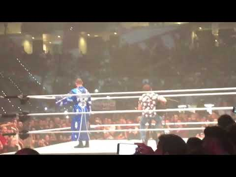 Elias & Bobby Roode sing Sweet Child O' Mine - WWE Live Turin 2018