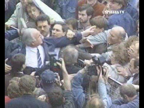 Helmut Kohl wird mit Eiern beworfen! (ARD-Version)