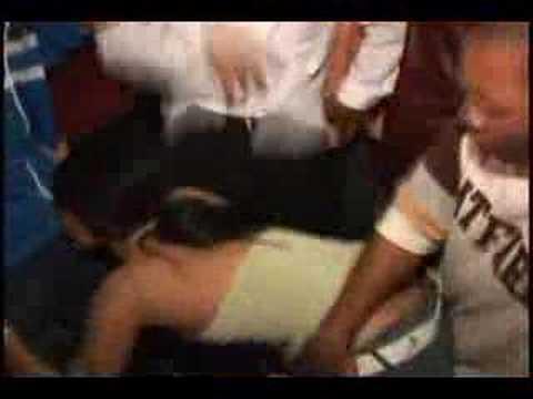 Machine Gun Kelly - Bloody Valentine [Official Video]Kaynak: YouTube · Süre: 3 dakika33 saniye