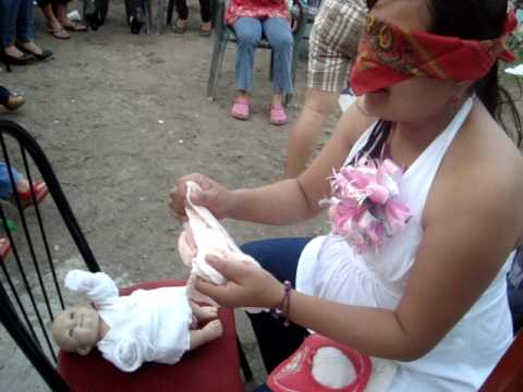 Baby Shower Como Vestir Al Bebè Youtube