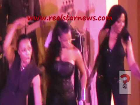 Does  En Vogue (Terry Ellis, Cindy Herron , Maxine Jones, Dawn Robinson) rock out at HollyRod event?