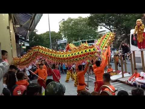 Con RỒNG múa thật bá đạo (chinese lion dance)