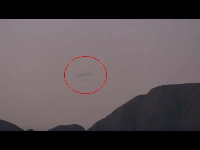 Aparece un OVNI tubular sobre las líneas de Nazca en Perú