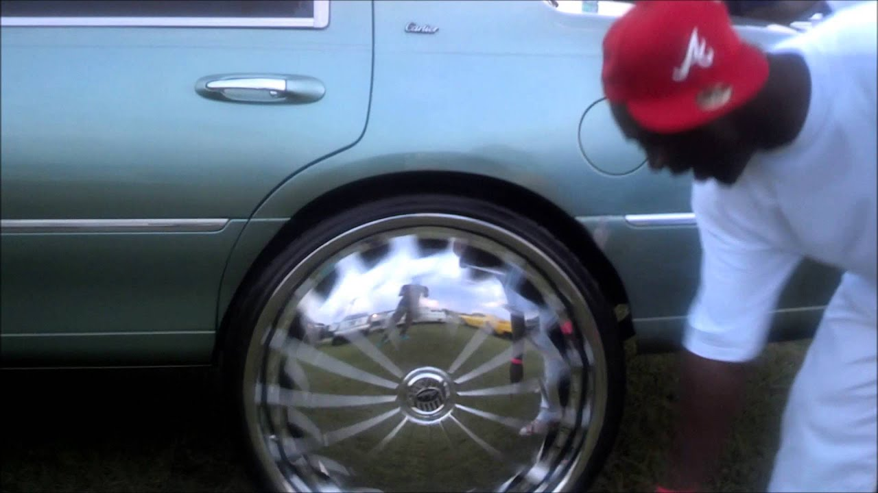 "Lincoln Town Car on 30"" Davins @ Gucci Mane Car Show - YouTube"