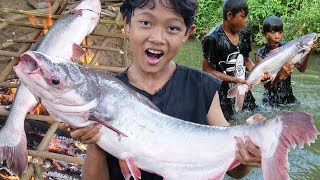 Survival Skills - Cooking big fish and eating in the forest Ep56
