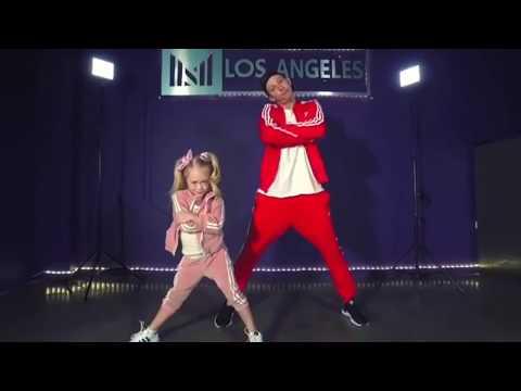 everleigh-rose-labrant-dancing-to-baby-shark-remix~cole-and-sav