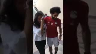 بالفيديو.. محمد صلاح يحتضن فتاة بكت فور رؤيته - صحيفة صدى الالكترونية