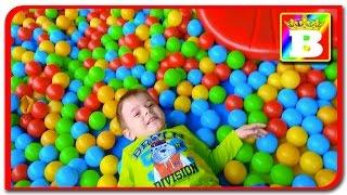 Loc de joaca pentru copii cu masinute si bilute colorate. Bogdan`s Show.