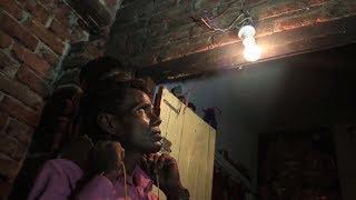 220 вольт на завтрак: житель Индии питается электричеством вместо еды