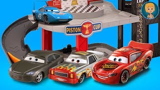 New CARS 3 McQueen ELEVATOR GARAGE and Gertit Pretend Play with little Sister Gloria thumbnail