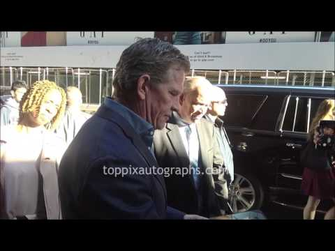 Thomas Haden Church  SIGNING AUTOGRAPHS while ting in NYC