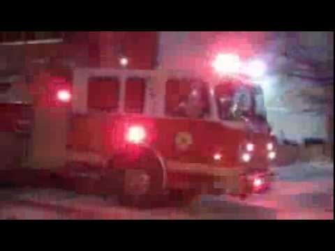 Philadelphia Fire Department Tiller Ladder 9 Responding w/ Q Siren and Airhorn
