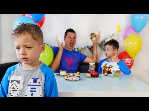 Давид РАССТРОЕН ! ЗАБЫЛИ о его ДЕНЬ РОЖДЕНИИ ! Для Детей Kids Children
