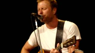 Dierks Intros And Sings Bourbon In Kentucky