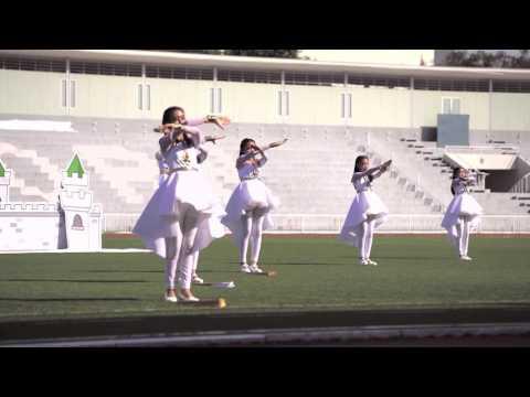 นักเรียนสาธิตจุฬาฯฝ่ายประถม ร่วมร้องและแสดงประกอบเพลง ของขวัญจากก้อนดิน