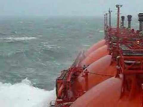 LNG/C Høegh Gandria in rough sea - part 1